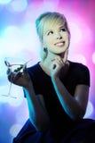 Bella ragazza con il cocktail fotografia stock libera da diritti