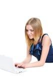 Bella ragazza con il computer portatile Immagine Stock Libera da Diritti