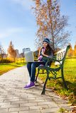 Bella ragazza con il computer portatile Fotografia Stock Libera da Diritti