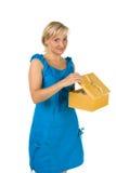 Bella ragazza con il contenitore di regalo Fotografia Stock