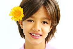 Bella ragazza con il fiore fotografie stock