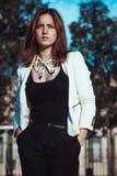 Bella ragazza con il forte sguardo Fotografie Stock Libere da Diritti