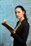 Bella ragazza con il libro Fotografie Stock Libere da Diritti