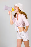 Bella ragazza con il megafono sopra bianco Fotografia Stock Libera da Diritti