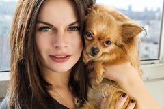 Bella ragazza ed il suo animale domestico Fotografie Stock