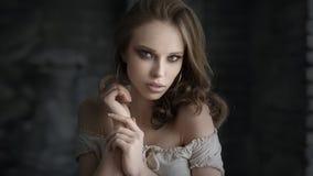 Bella ragazza con il trucco Ritratto della donna di modo immagine stock