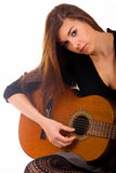 Bella ragazza con la chitarra acustica Immagini Stock