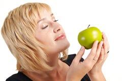 Bella ragazza con la mela Fotografie Stock Libere da Diritti