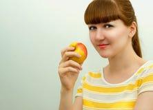 Bella ragazza con la mela Fotografia Stock Libera da Diritti