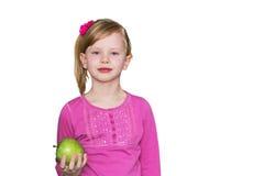 Bella ragazza con la mela verde Il concetto di cibo sano, la nutrizione dei bambini fotografia stock