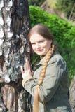 Bella ragazza con la treccia lunga Fotografie Stock Libere da Diritti