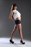 Bella ragazza con le gambe lunghe alta del modello della corsa mixed Fotografia Stock