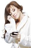bella ragazza con pelle perfetta in un bathr bianco fotografia stock libera da diritti