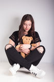 Bella ragazza con teddybear Fotografie Stock