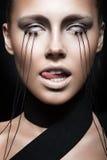 Bella ragazza con trucco creativo in gotico immagine stock