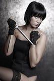 Bella ragazza con un pugnale Fotografia Stock