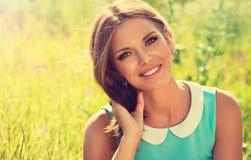 Bella ragazza con un sorriso fotografie stock