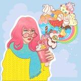 Bella ragazza con un vetro del yogurt del gelato fotografia stock