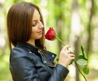 Bella ragazza con una rosa Immagini Stock Libere da Diritti