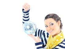 Bella ragazza con una sfera dello specchio Fotografie Stock Libere da Diritti
