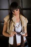 Bella ragazza del brunette con i vetri Fotografia Stock Libera da Diritti