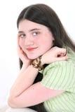 Bella ragazza del Tween con gli occhi nocciola, i Freckles ed il nero lungo ha Fotografia Stock Libera da Diritti