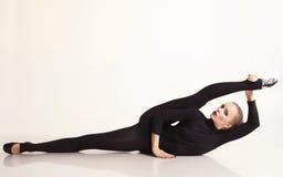 Bella ragazza della ballerina che fa allungamento Fotografia Stock