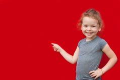 Bella ragazza della gioventù che presenta lo spazio della copia Immagine Stock Libera da Diritti