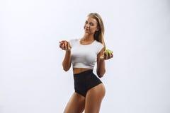 Bella ragazza di forma fisica, bianco del fondo Fotografia Stock