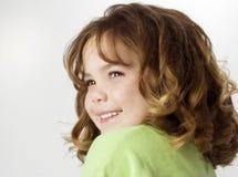 Bella ragazza felice con le grandi arricciature fotografia stock libera da diritti