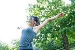 Bella ragazza felice sul parco di camaldoli Immagini Stock Libere da Diritti