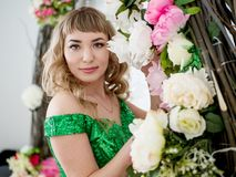 Bella ragazza in fiori Fotografia Stock Libera da Diritti