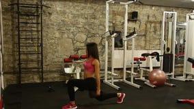 Bella ragazza in ginnastica archivi video