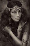 Bella ragazza in gioielli etnici Immagine Stock Libera da Diritti