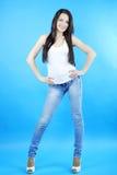 Bella ragazza graziosa castana con capelli lunghi Fotografia Stock