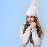 Bella ragazza in maglione bianco Fotografia Stock Libera da Diritti