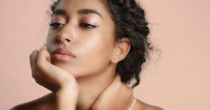 Bella ragazza marocchina con il video perfetto della pelle immagine stock libera da diritti