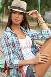 Bella ragazza nel campo da giuoco fotografia stock libera da diritti