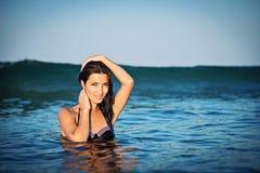 Bella ragazza nel mare Fotografia Stock