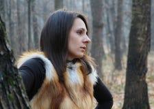 Bella ragazza nel più forrest, Mosca Immagine Stock