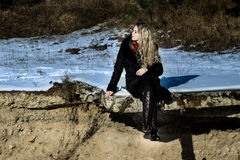 Bella ragazza nel tiro di foto di Natale di inverno al parco Immagini Stock Libere da Diritti