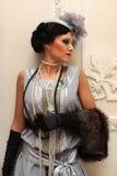 Bella ragazza in pellicce e perle nel palac Immagini Stock Libere da Diritti