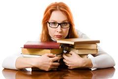 Bella ragazza red-haired in vetri con i libri Immagine Stock Libera da Diritti