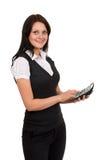 Bella ragazza sorridente con un calcolatore a disposizione Fotografia Stock
