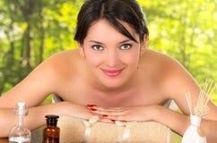 Bella ragazza in stazione termale all'aperto Fotografia Stock
