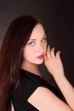 Bella ragazza sul nero Fotografie Stock Libere da Diritti