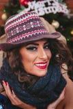 Bella ragazza sulla notte di Natale Fotografia Stock Libera da Diritti