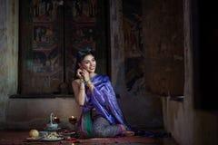 Bella ragazza tailandese in costume tradizionale tailandese Immagini Stock
