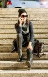 Bella ragazza teenager che parla sul telefono Immagine Stock Libera da Diritti