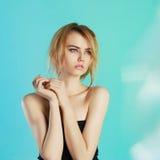 Bella ragazza teenager con capelli bagnati Fotografie Stock